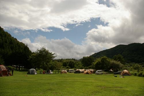 西湖キャンプ場テント村全景